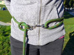 Mountain-Dog-Amazing-Versatile-Leash-waist.JPG